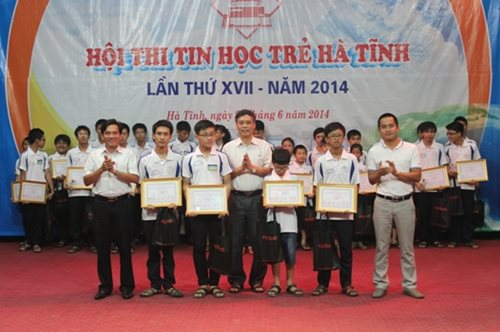 Mat-Bao-tai-tro-Hoi-thi-Tin-hoc-tre-Ha-Tinh-lan-thu-XVII-nam-2014-4.jpg